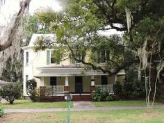 Wonderful historic home in the heart of Bartow's historic district! This great home is waiting for the right buyers to make renovations to fit their personal preference. 10'x 28' front porch ideal for a swing or rocking chairs! Home features a grand 15'entry foyer, spacious formal living (with bay windows) and dining room, family room, and large kitchen. High ceilings, deep baseboards, lovely moldings and wood floors add to the charm and character! Master bedroom is downstairs! The grounds…