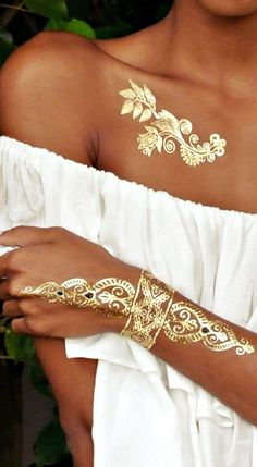 Fashionista Flash Tattoos - Best 87 Metallic Temporary Tattoos on 6 Sheets in Gold, Silver and Black Elegant Design Metallic Tattoo, White Henna Tattoo, Henna Tattoos, Neue Tattoos, Henna Tattoo Designs, Tattoo Designs For Women, Henna Art, Mehndi Designs, Temporary Tattoos