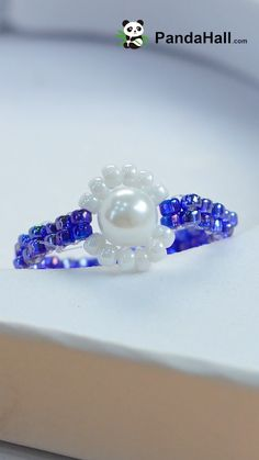 Beaded Rosebud Ring--FREE beading pattern to make this ring created with two-hole beads and seed beads. Diy Beaded Rings, Handmade Beaded Jewelry, Beaded Earrings, Beaded Bracelets, Diy Crafts Jewelry, Bracelet Crafts, Diy Schmuck, Schmuck Design, Jewelry Making Tutorials