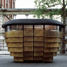 Vendors just unfasten a padlock to gain access to their kiosk. The kiosk was temporarily at the V&A last summer. Thomas Heatherwick, Food Kiosk, Wood Facade, Kensington And Chelsea, Chelsea London, Kiosk Design, Retail Design, Bent Wood, Small Buildings