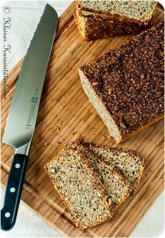 Etwas aus der Rubrik gesund und lecker: Schwarzbrot mit Buttermilch - einfach sleber backen.