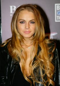Lindsay Lohan at ESPN The Magazine's Next Big Weekend Super Bowl party in Cowlick Hairstyles, Hairstyles Haircuts, Pretty Hairstyles, Lindsay Lohan Hair, Fine Hair Bangs, Bouncy Hair, Celebrity Hair Stylist, Brunette To Blonde, Blonde Highlights