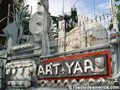 RichArt's Art Yard: Stumbled across this house several years ago. Didn't realize it was so well-known!