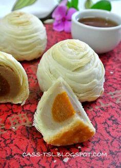 众月饼里,我独爱酥皮月饼,酥皮月饼当中,我却又最爱潮州芋泥金瓜月饼!