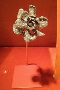 JAR  Gardenia Ring, 2004 Diamonds, silver, gold. Private Collection Photo courtesy of Sweet Sabelle