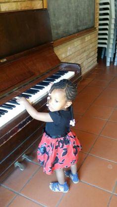 #Avery #LilMissArukwe #LilMissAdorable #LilDiva #Handbag #kid #Kidsfashion #TodaysGenius #ToddlerFashion #GirlsFashion #SteppingOutInStyle #Keyboard #Piano #Music