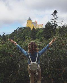 Nezapomente, ze mate ted a tady. Nemate za rok, za dva. Jen TED! Pokud se kazde rano neprobouzite se stestim, s natesim do skoly ci prace, tak je neco spatne a mozna byste radeji delali tyhle fotky jako ja.  http://ejnets.blogspot.pt/  #lisboa #lisbon #lisabon #portugal #travel #sintra #palaciodapena #pena #visitportugal #visitlisboa #czechblogger #blogger #travelblogger