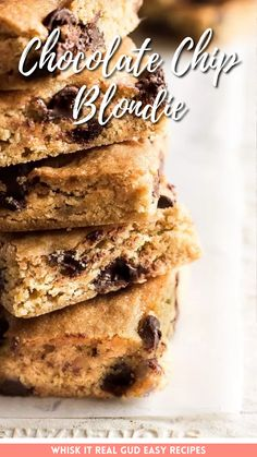 Chocolate chip blondies that are unbelievably chewy, soft, sweet, chocolaty and delicious! These easy chocolate chip blondies are perfect when you want something sweet since they whip up quick and easy! Best Cookie Recipes, Best Dessert Recipes, Brownie Recipes, Sweet Recipes, Asian Desserts, Easy Desserts, Delicious Desserts, Chocolate Dishes, Chocolate Sweets
