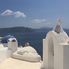 """66 Likes, 2 Comments - London By Lizie (@londonbylizie) on Instagram: """"My favourite place on earth... #santorini #oia #greece"""""""