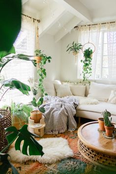 low maintenance plants, low maintenance plants indoor, plants indoor, plants in bedroom, plants aesthetic - Vine Ideas Low Maintenance Indoor Plants, Living Room Decor, Bedroom Decor, Bedroom Apartment, Living Rooms, Guest Bedroom Office, Aesthetic Room Decor, Plant Aesthetic, Room With Plants