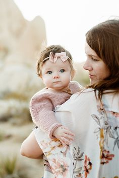 Baby photoshoot girl pictures Ideas for 2019 Couple With Baby, Family Photos With Baby, Outdoor Family Photos, Family Picture Poses, Family Photo Outfits, Family Photo Sessions, Family Posing, Mother Baby Photography, Family Photography