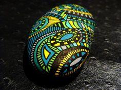 Pebble Painting, Pebble Art, Stone Painting, Diy Painting, Stone Crafts, Rock Crafts, Pebble Stone, Stone Art, Mandala Rocks