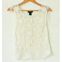 """Bohemian knitted ivory top (10P) ❤️ BUNDLES  ❤️ Discounts on Bundles  ❌ NO TRADES  ❌ NO Low Balling!!   •LIKE NEW•  MEASUREMENTS:  - Size: 10P - Length: 23"""" Approximately - Width: 32.5"""" approximately  MATERIAL: - 45% Ramie - 55% Rayon Tops"""