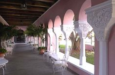 View of the colonnades at the Boca Raton Resort and Club - photo SunSentinel (Boca Raton, Florida)