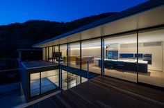Seascape House is a minimalist house located in Kanagawa, Japan, designed by Tomoyuki Sakakida Architect and Associates.