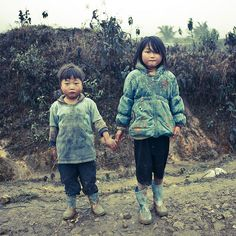 Brother and sister - Hmong Vietnam - Photo by Eric Lafforgue