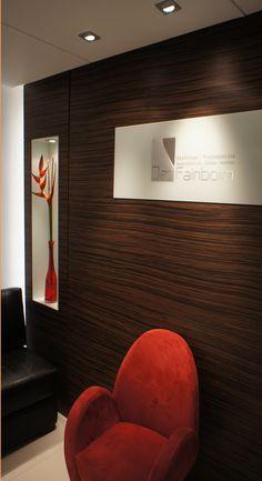 #consultorio #proyectodecc #mueble #sofa #aplicaciongrafica #madera   Ubicación: Torre Dann Carlton / Medellín  Cliente: Dan Fanboim  Tipo de Intervención: Interiorismo  Superficie: 52,64 m2 Año: 2009 Diseñado por Proyecto Decc Rook, Red, Architecture, Furniture, Interiors, Blue Prints