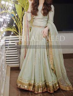 At a dholki <br> Pakistani Fashion Party Wear, Pakistani Formal Dresses, Pakistani Dress Design, Pakistani Outfits, Fancy Dress Design, Bridal Dress Design, Simple Dresses, Beautiful Dresses, Nice Dresses