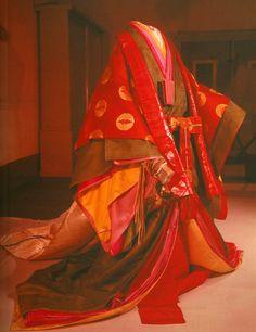 juni-hitoe kimono | Reprodução moderna de um jûni-hitoe , usado na Era Heian (794-1185 ...