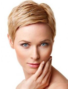 Nice Short Pixie Hairstyle for Fine Hair Women