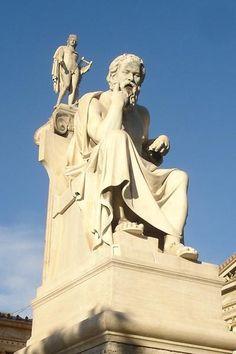 アテネ市のアカデミアのソクラテスとプラトンの巨大な大理石像があります。 ギリシャ時間の6月17日午後8時です。ギリシャの再選挙日で、まだ正確な結果は出て...