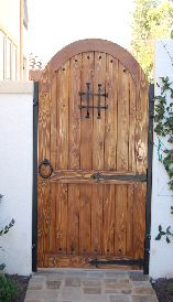 1000 images about puertas de exterior on pinterest - Puerta de madera para jardin ...