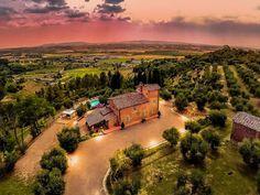 Oliveraies, piscine d'eau salée et vue à couper le souffle en #toscane #pise #palaia