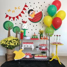 Festa da Magali: 50 ideias lindas, passo a passo e muita melancia Watermelon Birthday Parties, Fruit Birthday, Fruit Party, Baby Birthday, Party Decoration, Birthday Decorations, Tropical Party, Birthday Balloons, Holidays And Events