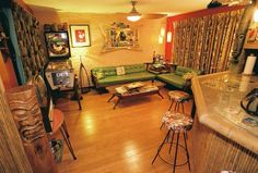 Retro home decor Ideas Fantastic guide and help for that fantastically hip retro home decorating mid century Tip number generated on 20181119 1950s Decor, Retro Home Decor, Tiki House, Vintage Tiki, Vintage Ideas, Tiki Decor, 1950s House, Tiki Room, Tropical