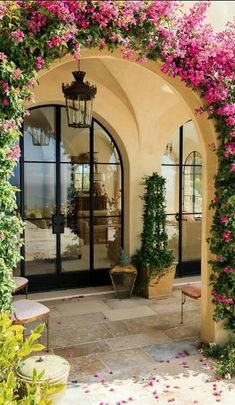 Luxurious Tuscan Style Malibu Villa by Paul Brant Williger Architect Arched entryway covered in greenery epitomizes the Mediterranean style entry – Decoist Style At Home, Exterior Design, Interior And Exterior, Exterior Colors, Exterior Homes, Wall Exterior, Italian Homes Exterior, Spanish Exterior, Stone Exterior