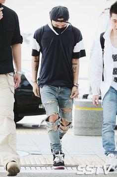 Kwon jiyong aka g dragon G Dragon Fashion, Airport Style, Airport Fashion, Bigbang G Dragon, Incheon, Guangzhou, Pop Fashion, Tights, Sporty