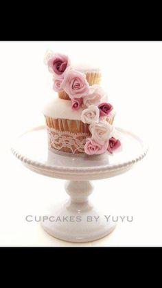 Cupcake cake by yuyu
