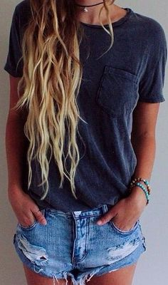 Terrific Basic t shirts and shorts make perfect summer outfits! The post Basic t shirts and shorts make perfect summer outfits!… appeared first on Beauty and Fashion . Looks Style, Style Me, Style Simple, Mode Outfits, Casual Outfits, Casual Beach Outfit, Style Feminin, Inspiration Mode, Ripped Denim