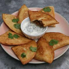 Tortilla Samosa Super easy samosas made with tortillas!<br> Super easy samosas made with tortillas! Indian Food Recipes, Vegetarian Recipes, Cooking Recipes, African Recipes, Curry Recipes, Samosas, Vegan Appetizers, Easy Snacks, Food Videos