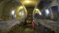 Stuttgart 21 So kompliziert sind die Arbeiten im Untergrund  Mammutprojekt Stuttgart 21 – sechs Jahre nach Baubeginn wird das Fundament für den Tiefbahnhof gegossen. Die Kritiker sind geblieben, doch ihr Protest schwächer. Wie es um die Bauarbeiten steht? Ein Blick in die Tiefe. mehr…