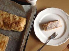 Vídeňský jablečný závin French Toast, Cheesecake, Breakfast, Cupcakes, Food, Morning Coffee, Cupcake Cakes, Cheesecakes, Essen