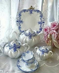 48 Ideas Afternoon Tea Party Table Vintage China For 2020 Blue And White China, Blue China, Vintage Dishes, Vintage China, Tea Sets Vintage, Vintage Teacups, Antique China, Vintage Kitchen, Bistro Design