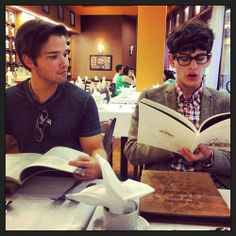 Jennette McCurdy spent a cultured afternoon sipping tea with her friend Matt Bennett and her former iCarly costar Nathan Kress. Nathan Kress, Caleb Logan, Victorious Cast, Crazy Celebrities, Sam And Cat, Jennette Mccurdy, Cameron Boyce, Icarly, Cute Actors