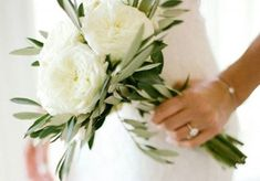 white and greenery minimalist wedding bouquet Nature has never looked so good with these timeless green stems. To achieve a natural look on your wedding day, swap a floral bouquet for one with lots of Wedding Bridesmaid Bouquets, Small Wedding Bouquets, Bride Bouquets, Bridal Flowers, Floral Wedding, Wedding Day, Trendy Wedding, Wedding Beach, Diy Bouquet