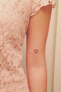 Cool Heart Tattoo Ideas For Women small heart tattoo ideas for girls. Tiny heart tattoo designs for womens. Cute heart tattoo ideas on wrist and fingers. Small Heart Tattoos, Cute Tiny Tattoos, Heart Tattoo Designs, Little Tattoos, Pretty Tattoos, Tattoo Small, Tiny Tattoo Placement, Open Heart Tattoo, Heart Outline Tattoo