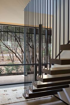 Floating Stairs: Ideas and Inspiration Under Staircase Ideas, Floating Staircase, Modern Staircase, Staircase Design, Spiral Staircases, Railing Design, Palermo, Pine Stair Treads, Stair Railing