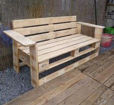 Patio Bench Made From Pallets    ---   #pallets