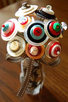 How To Make Button Flowers - using vintage buttons & floral wire, these are easy to make and this is a great way to use those old buttons.