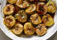 Roasted figs with pomegranate molasses and orange zest Fig Recipes, Cooking Recipes, Otto Lenghi, Roasted Figs, Pomegranate Molasses, Yotam Ottolenghi, Orange Zest, Birthday Dinners, Tray Bakes