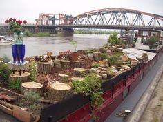 Boottuin op de boot van Piek,  samen gemaakt zachthout (wilg) potgrond, houtsnippers,