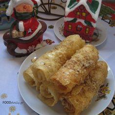 Xmas sweet Diples -Δίπλες Greek Sweets, Greek Desserts, Greek Recipes, Greek Cookies, Cake Cookies, Muffins, Xmas Food, Bread And Pastries, Group Meals