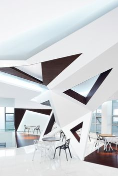 Arthouse Café located in Hangzhou, China has been designed with triangular windows piercing the faceted walls, which fold around the hospitality design. Hangzhou, Interior Architecture, Interior And Exterior, Plafond Design, Hospitality Design, Cafe Design, Commercial Interiors, Architectural Elements, Ceiling Design