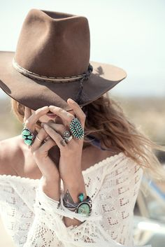 Boho Look | Bohemian boho style hippy hippie chic bohème vibe gypsy fashion indie folk the 70s, turquoise rings