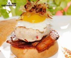 Mini hamburguesas de pollo con bacon y cebolla