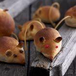 Rotter - Opskrifter  http://www.dansukker.dk/dk/opskrifter/rotter.aspx #rotter #boller #mad #halloween #opskrift #uhyggeligt #dansukker #inspiration